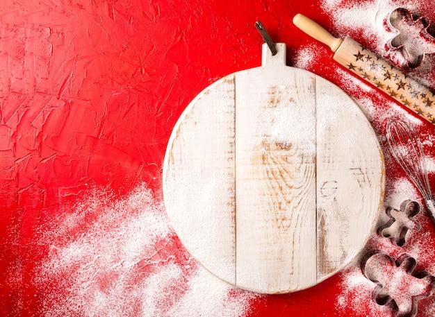クリスマスのベーキングは赤の背景に設定します。