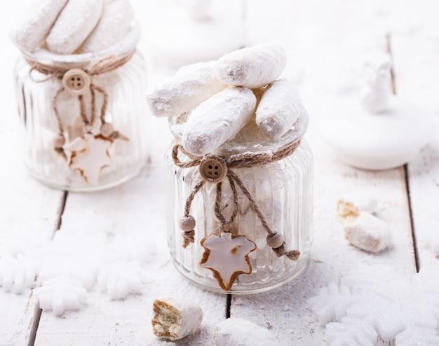粉砂糖クリスマス装飾のバニラクッキー
