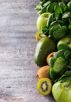 緑の野菜や果物、健康食品、ダイエットコンセプト