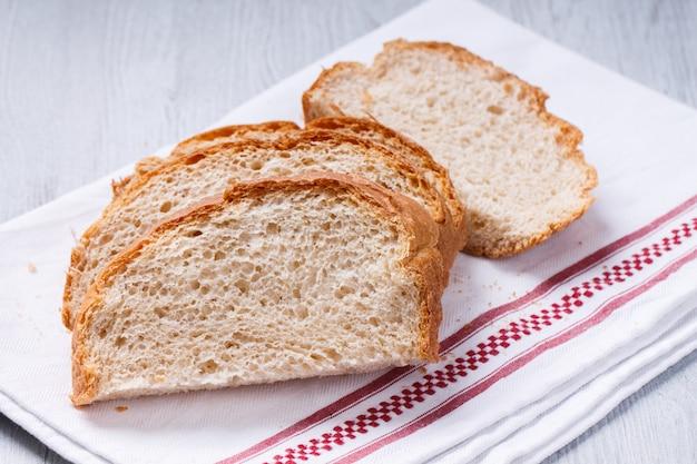 白、小麦、焼きたてのパン、自家製のパン。