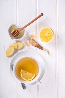 Чашка имбирного чая. иммунитет к вирусу. концепция здорового питания.
