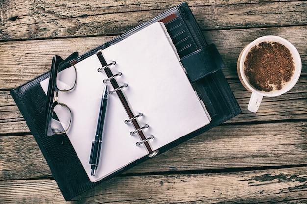 ペン、ノートブック。ビジネスコンセプト。