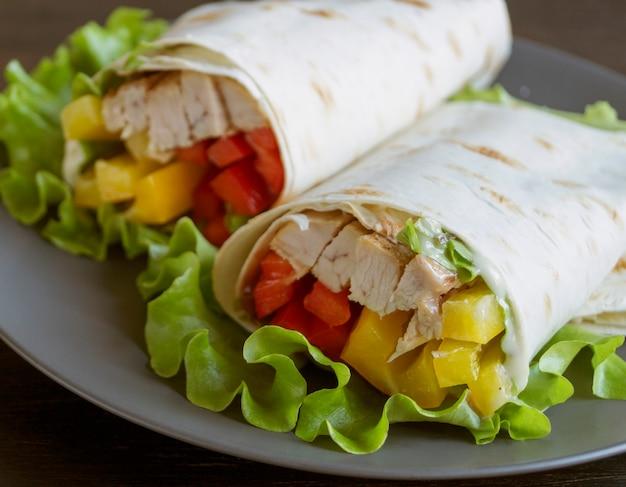 チキンと野菜のグリルブリトー(ファヒータ、ピタパン、シャワルマ)