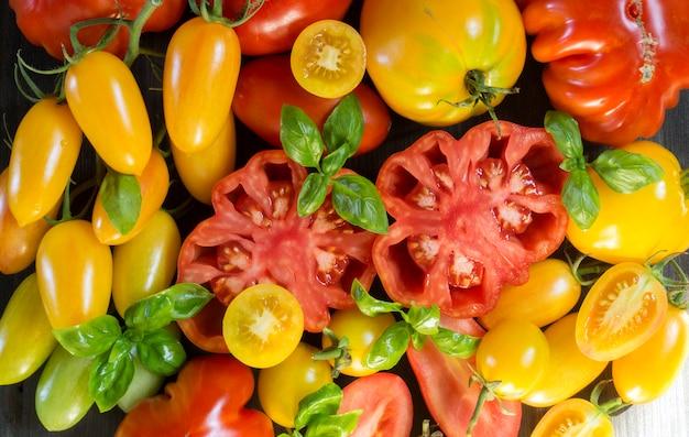 トマトの品揃え、赤、黄、チェリー