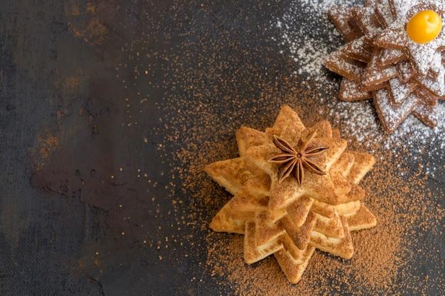 星の形をした自家製のクリスマスクッキー