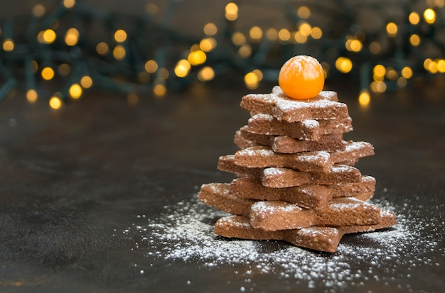Домашнее рождественское печенье в форме звезды