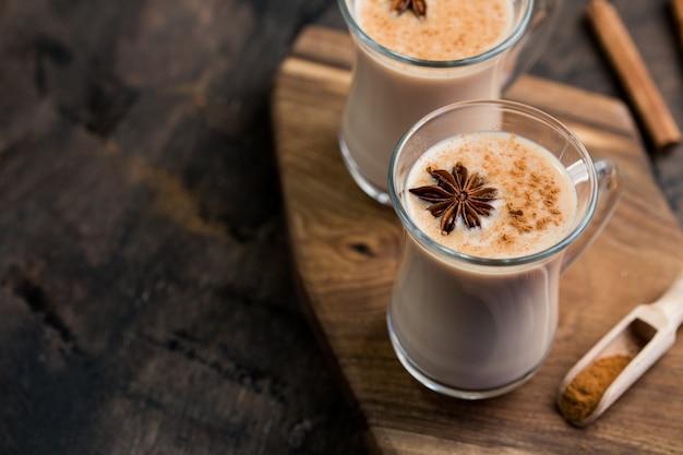 インドの紅茶。茶マサラ。ミルクで味付けしたお茶。