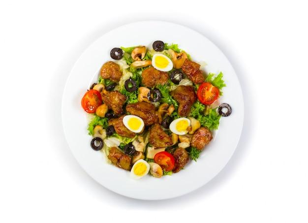 鶏レバー、キノコ、野菜のサラダ
