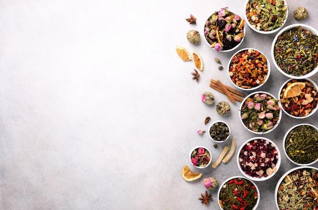 茶の種類の背景:緑、黒、花、ハーブ、ミント、メリッサ、生姜、リンゴ、ローズ、ライムツリー、フルーツ、オレンジ、ハイビスカス、ラズベリー、コーンフラワー、クランベリー