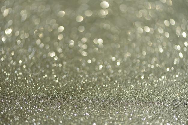 銀の抽象的なボケ味が点灯します。コピースペースと多重の背景。