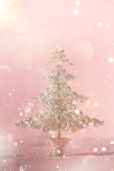 冬の休日のクリスマスと新年の雪の背景。ボーダーアートデザイン。