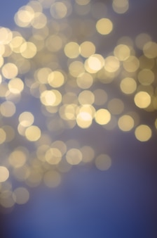 ピンぼけライトとお祭りの背景。クリスマスと新年