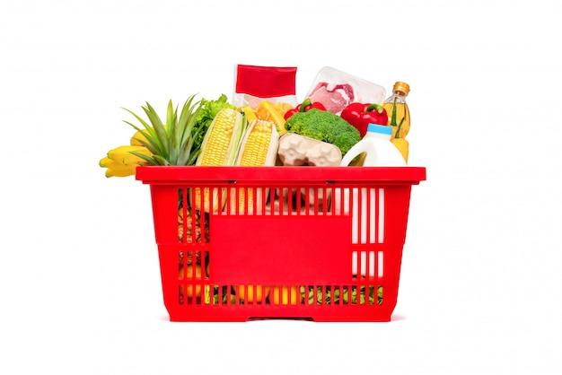 食べ物や食料品がいっぱい入った赤い買い物かご