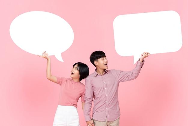 スピーチの泡と素敵な若いアジアカップル