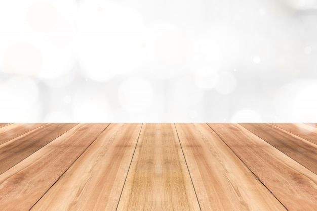 光沢のある白いボケ抽象的な背景の木製テーブルトップ