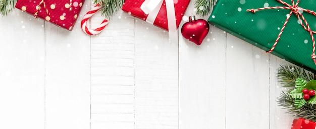 Новогодние подарочные коробки с украшениями
