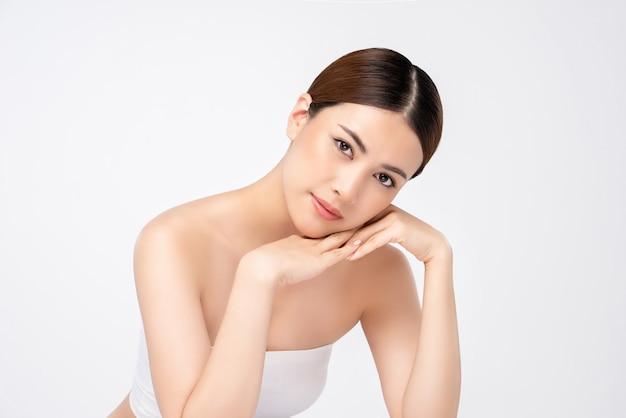 美しさとスキンケアの概念のためのかなりアジアの女性
