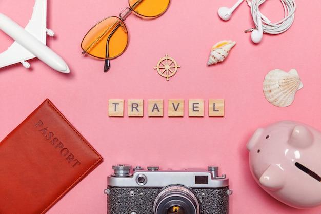 Минимальная простая плоская планировка путешествия приключения путешествия на фоне розового пастельных модный современный