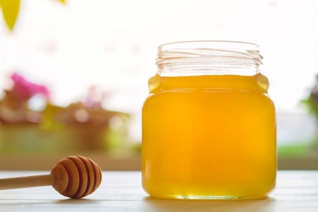 蜂蜜の瓶。