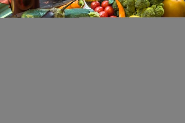 Свежие овощи в ассортименте.