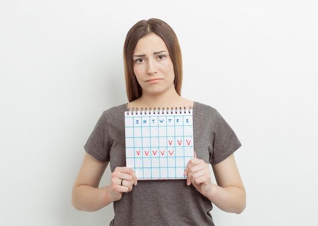 Календарь с отмеченным днем. период. менструальный цикл у женщин.