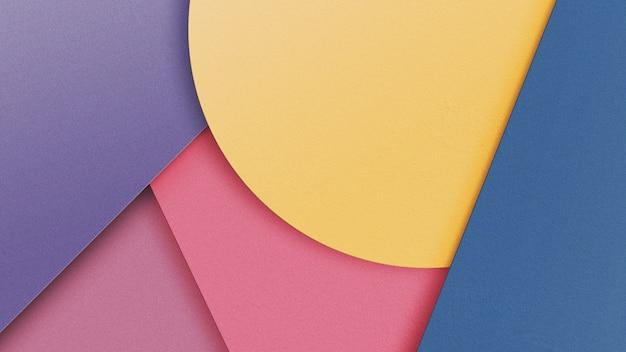 単純な平面形状と抽象的な幾何学的な背景