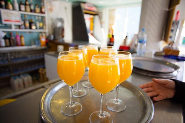Крупный апельсиновый сок