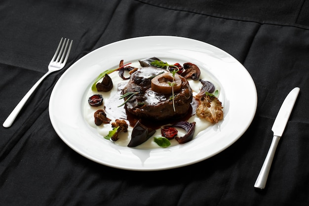 Мясное блюдо с овощами гриль