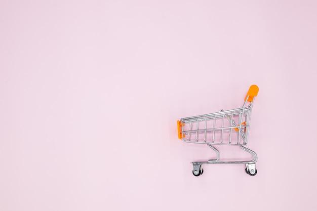 Тележка на розовом фоне