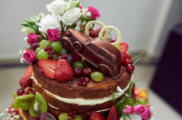 創造的な結婚式のチョコレートケーキ