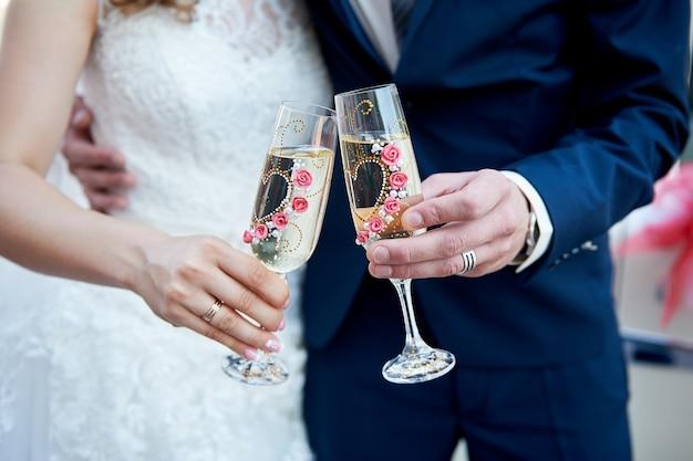 新婚夫婦の乾杯