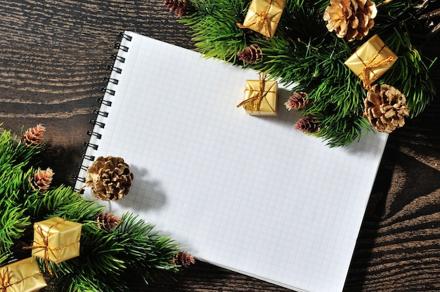 Рождественская бордюр на дереве