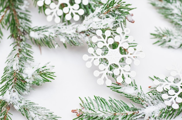 白のクリスマスツリー分離