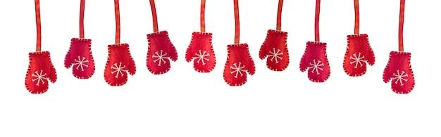 Красная зима вязаные перчатки, изолированные на белом. рождественское время