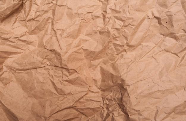 茶色のしわくちゃの紙のテクスチャ