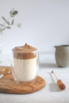 Модный корейский кофе далгона со льдом
