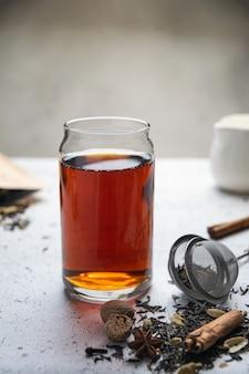 Черный чай со специями