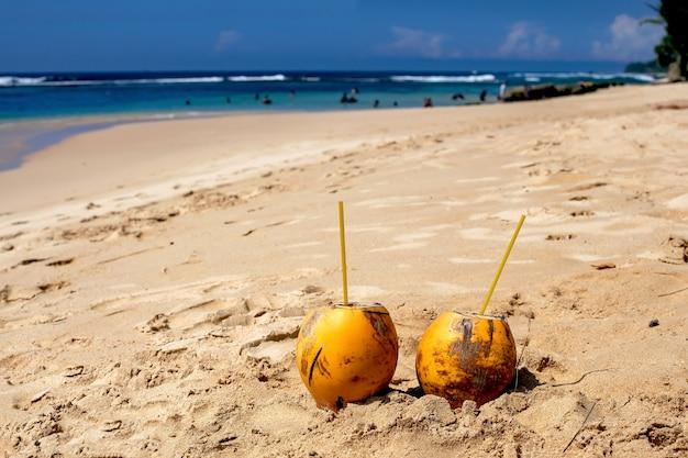 Селективный фокус два королевских кокоса