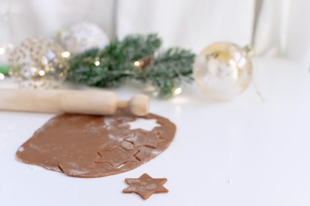 クリスマス料理 - 自家製ジンジャーブレッドクッキー生地の選択と集中