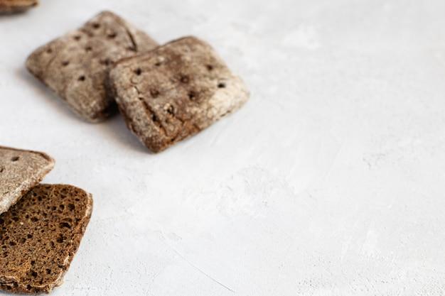ライ麦サワー種のフィンランドのフラットブレッド