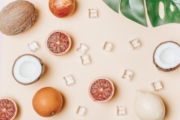 トロピカルフルーツ、ブラッドオレンジ、ココナッツ、ヤシの葉