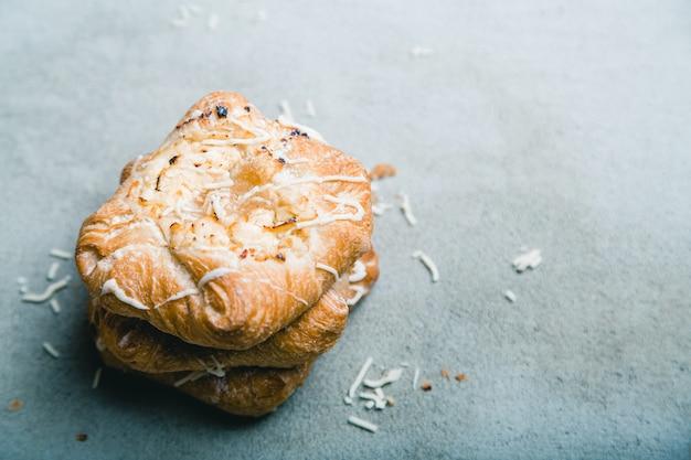 カッテージチーズとりんごジャムの甘いパン