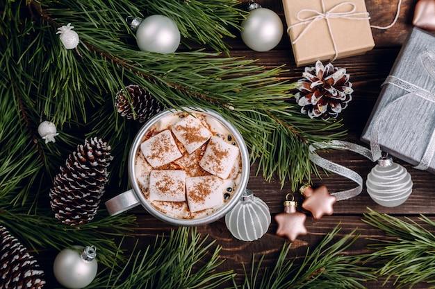 クリスマスの背景にマシュマロコーヒー