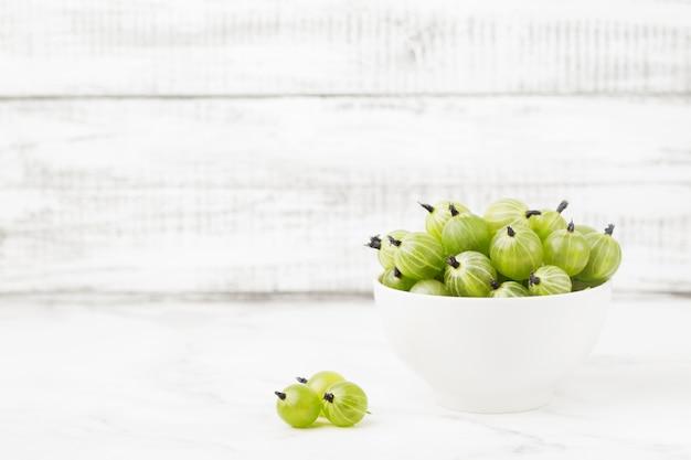 緑の熟したグーズベリー