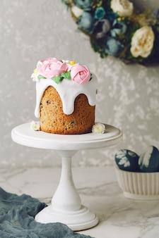 花とイースターの自家製ケーキ