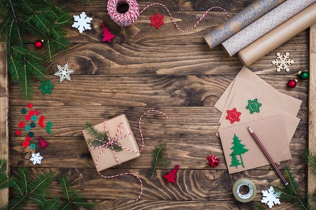 クリスマスプレゼント、ギフト包装、ポストカードライティングアクセサリー、フラットレイアウト