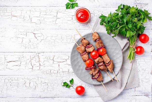 トマトとシシカバブの串焼き焼き