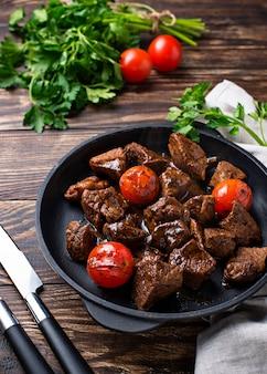 牛肉のローストまたは煮込みトマトの煮込み
