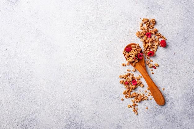 Домашняя мюсли с сушеными ягодами
