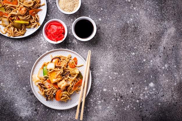 海老と野菜のアジアンヌードル